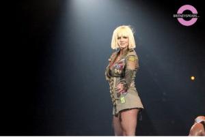 Britney Spears in Australia (http://www.britneyspears.com)
